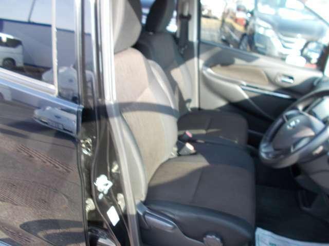 ●シート状態● 弊社でしっかりとクリーニングをしているので、シートもシミやキズがなくキレイな状態です!車内のメインとなるシートがキレイに保たれていることで印象が明るくなり、クリアな室内になりますね~!
