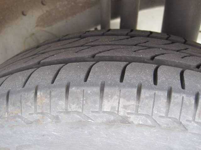 タイヤの山もたくさんあります!!