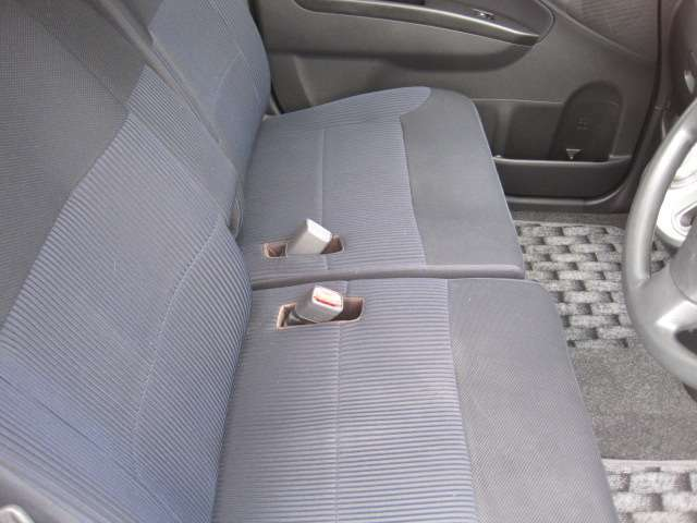 後部座席もゆったり座れます!大人が余裕を持って座れるスペースです!