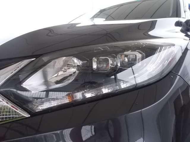 明るく消費電力も少ない【LEDヘッドライト】。雨天時にも明るく照らしてくれます。