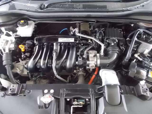 エンジンルームもしっかり洗浄していますので、覗いてみてください。