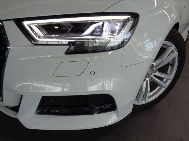 シャープなデザインで、スポーティーな印象を強めたLEDヘッドライト!