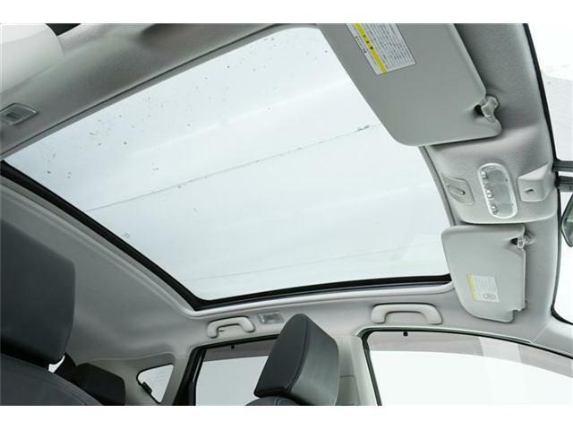 人気装備のガラスルーフ搭載車!開放的な車内で快適ドライブ♪