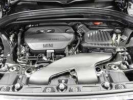 BMW製2.0L直列4気筒クリーンディーゼルエンジン。150PS/330Nm(カタログ値) エンジンルーム内はきれいな状態です。