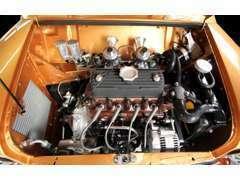 シンプルでクリーンなエンジンルームの製作が可能です。また見た目だけでなく、整備性の良さにもこだわっています。