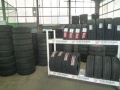 新品、中古タイヤを多数在庫、ナビ、ETC、エンジンスターター等様々なカー用品を自社で格安販売&取り付けも行います。