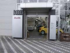 中古車センターです。常時30台以上を展示しております。用途にあわせ小型車から大型車まで高品質車のみを取り揃えております。