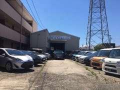 当社では、全国のオークションにて自社仕入れをして行っておりますので、お値打ち価格の人気車種を多数ご用意しております!。