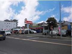 時津中学校前バス停のすぐそばです♪