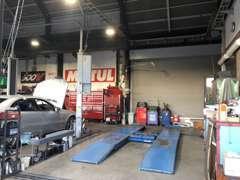 購入後のメンテナンスや車検も安心出来ます♪ベテラン整備士がお客様の愛車をサポートします♪