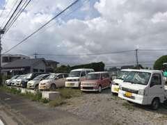 ☆道路向かい側の展示場です☆良質車を格安にて販売中☆