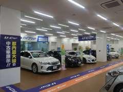 中古車だけではなく、新車も展示中。サービス工場も併設してます