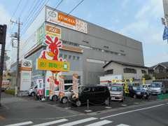 正面展示場には軽自動車・バントラックなどを展示中!
