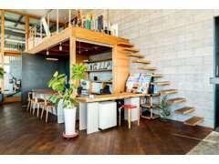 リニューアルオープンした店内は清潔に保たれており、開放的でオシャレな空間になっております(*^-^*)