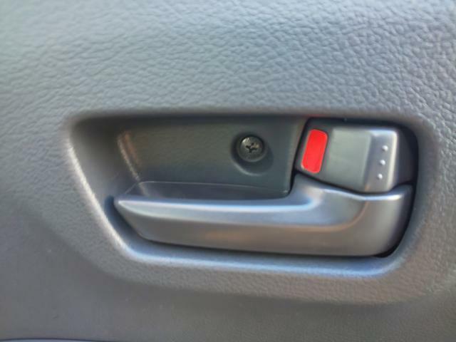 運転席からのすべてのドアのロック可能な集中ドアロック機能付き