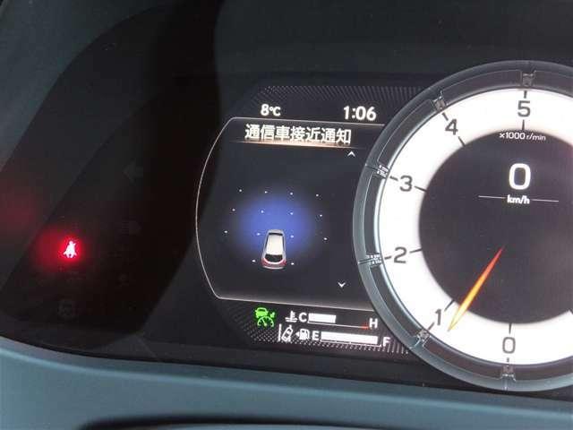 【ITS Connect】車のセンサーでは捉えきれない見通し外の情報や信号等の情報を道路とクルマあるいはクルマ同士が直接通信しマルチインフォメーションディスプレイ表示やブザー音で知らせ安全運転を支援