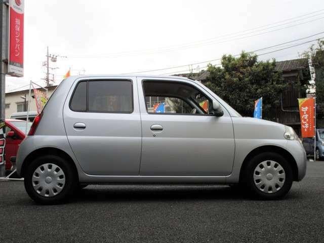 ご来店される際、お車などの移動手段がない場合は最寄の竹ノ塚駅又は谷塚駅まで送迎を行っています。ナンバー付のお車は公道で試乗可能でしてナンバー無しのお車でも構内で旋回、制動など実際にお試しいただけます。