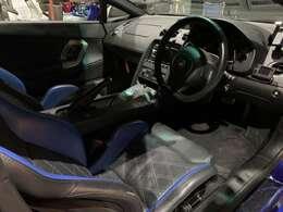 内装もRECARO製のセミバケットシート装備で統一感あります。