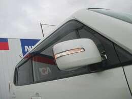 周りの車に気づいてもらいやすいドアミラーウインカー☆