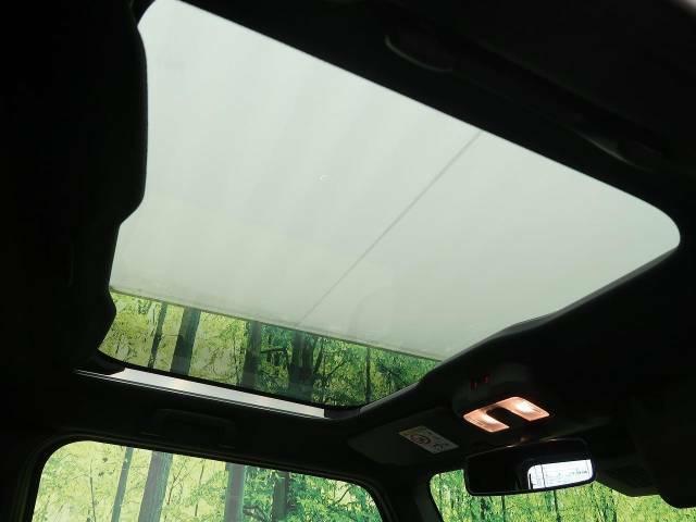【ガラスルーフ】☆車内には解放感が溢れ、太陽の穏やかな光が差し込みます☆