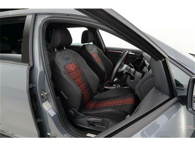 TCR専用シートが装備されています。ホールド感が高いシートです。