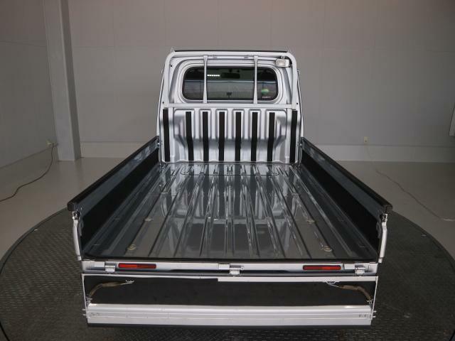 荷台には農作業のコンテナなどの箱物もきっちり積み込めます。