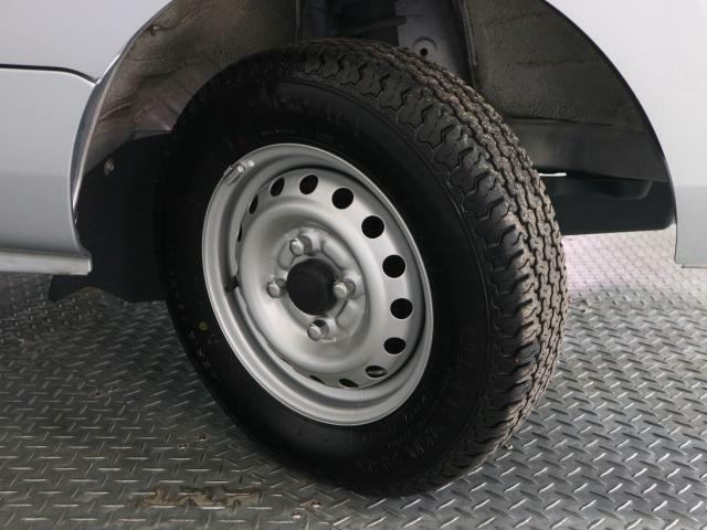 タイヤの溝はまだありますが、交換時期が来ましたら、安全の為早めの交換お願いします。