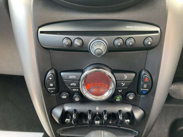 オートエアコン装備!スイッチデザインはMINIのバードロゴになっております!
