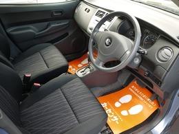 内装の状態も良く飽きの来ないデザインで乗りやすいお車です。お仕事やお買い物の足にいかがでしょうか。