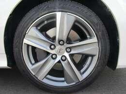純正オプションの18インチアルミホイール!タイヤの溝もまだまだあります!