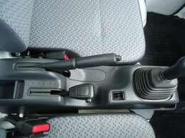 デフロック付き、高低切り替え式4WD