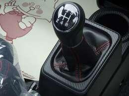 5MT車をお求めの方に大変おすすめです!使用感も少なく、シフトレバーの輝きもひとしおです。