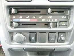 ◆3.エアコンはマニュアル仕様で、ヘッドライトレベライザーや誤発進抑制スイッチなど装備しております