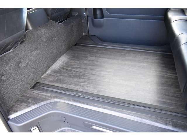 車両価格に床張りの施工も含まれます。床のカラーもお好みでお選びいただく事が出来ますのでぜひともお客様のお好みで仕上げて下さい!もちろん仕上がりのクオリティにも自信があります!