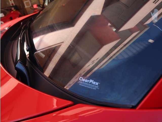 フロントガラスにはプロテクションフィルムを施工済み!飛び石からガラスを守ります!