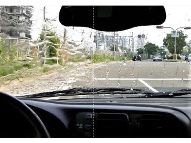 Bプラン画像:♪^^)ハイパービューウインドウガラス用耐久撥水システムは、雨量に関わらず低速から水滴が飛び始め、クリアな視界を長期間得ることができます。また油膜の発生を防ぎ、夜間の雨天走行で威力を発揮します(^^♪