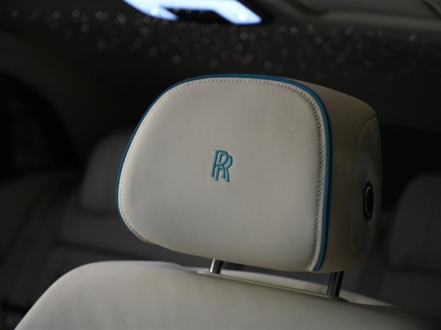 ヘッドレストにはモノグラム刺繍がヘッドレストにはモノグラム刺繍が施されております。