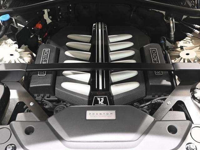 V12 ツインターボエンジンは静粛性にも優れております。
