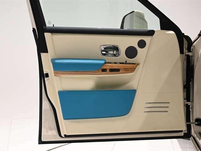 重厚感のあるドアパネル。キズ、汚れ等なく非常に状態の良いお車でございます。