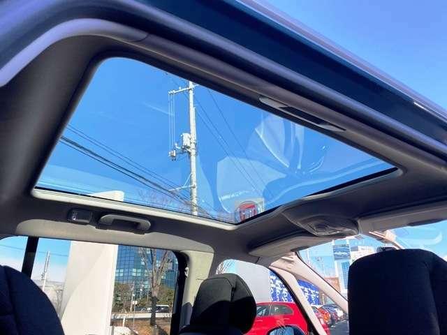 ガラスルーフで車内も明るくなります!
