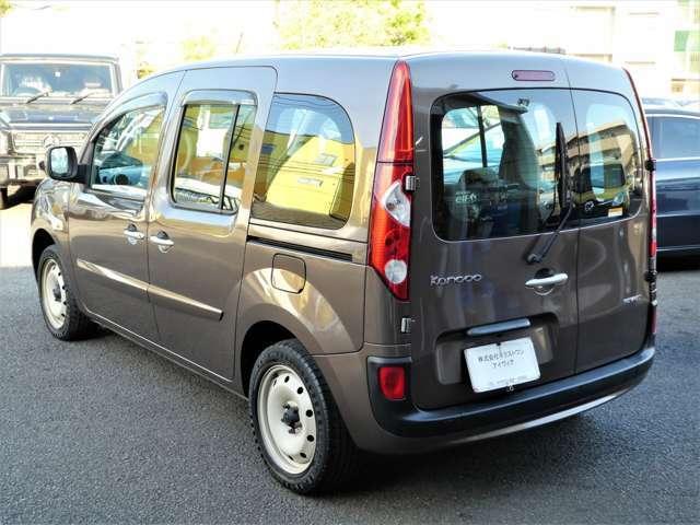 弊社展示場には総在庫台数150台展示!第2展示場もございます!JAAI日本自動車査定協会認定査定士も常駐していますので、お客様の下取り車両査定も安心です。