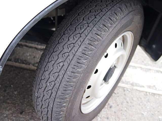 タイヤ溝は良好