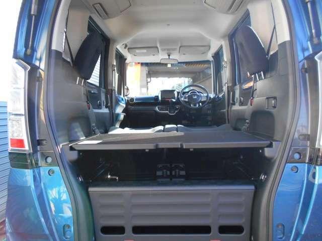 これがベッドモードです♪車中泊でお布団を敷いて、ゆっくりお休みできそうです♪アウトドアが更に楽しくなりそうですね。まさにN-BOXプラスなのです!