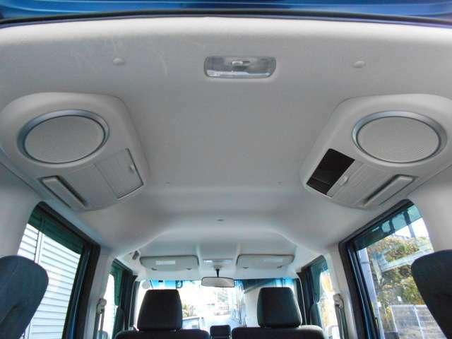 リアのルーフには、左右リアスピーカと収納BOXがあります。まさにN-BOXプラスなのです!●高熱線吸収/UVカット機能付プライバシーガラス(リアドア/リアクォーター/テールゲート●アレルクリーンシート