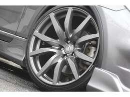 レイズ製のR35純正20インチ!!タイヤ新品の前後10.5jのR35リアサイズをインストール致しました!!