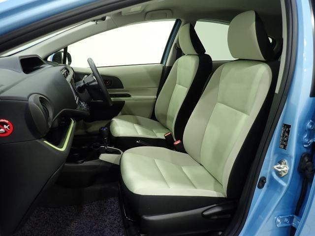 助手席の足元も広くなっており、シートデザインもお洒落ですね!