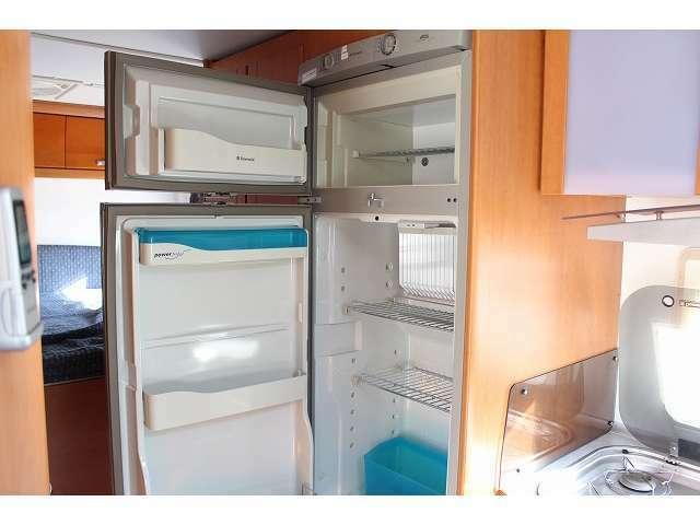 冷蔵庫は3WAYとなります。 ガス、12V、100Vと3パターンでの使用が可能です♪