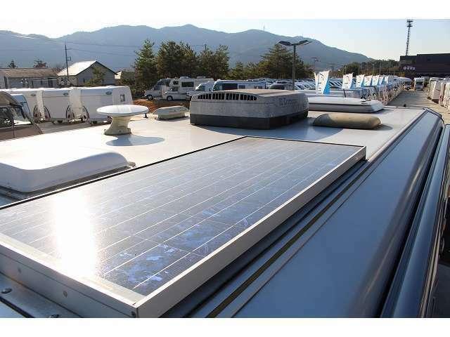 ソーラーパネル装備!サブバッテリーの電圧低下を防ぐ事が出来ますが、お出かけ前に外部電源より充電する事をおすすめ致します!