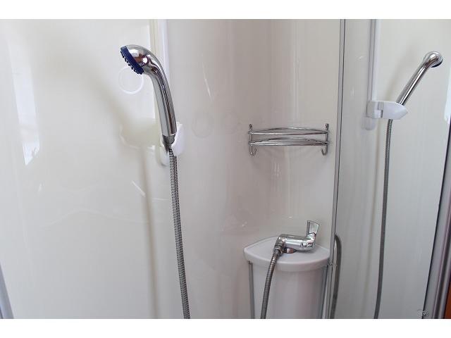 シャワールームも完備しております!!温水ボイラーも装備しておりますので、お湯もご使用いただけます!!