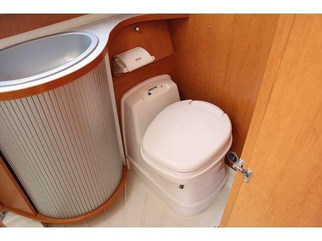 万が一の時も安心なカセットトイレ完備!